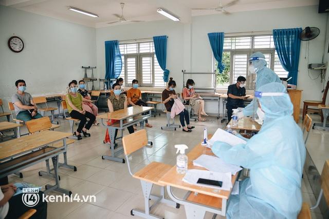 Thần tốc tiêm vaccine đại trà cho người dân ở TP.HCM - Ảnh 11.