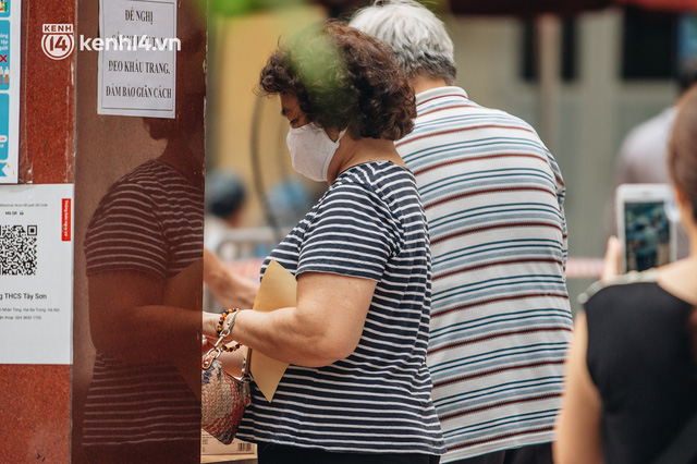 Ảnh, clip: Hà Nội thần tốc xét nghiệm Covid-19 cho 30.000 người dân tại quận Hai Bà Trưng - Ảnh 10.