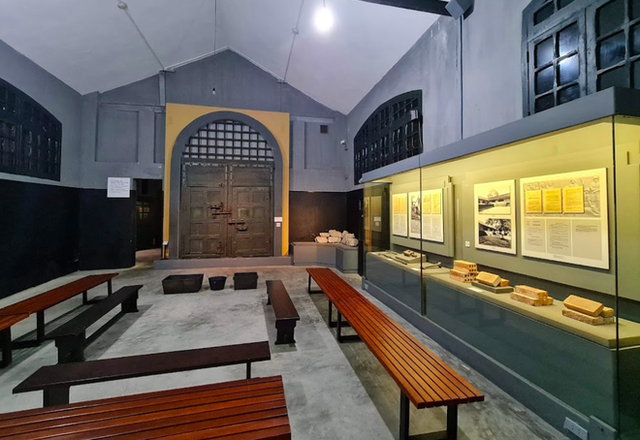 """The story of Hoa Lo Prison: """"Hell on earth"""" in the heart of Hanoi, after more than a century is still the scariest place in Southeast Asia - Photo 14."""