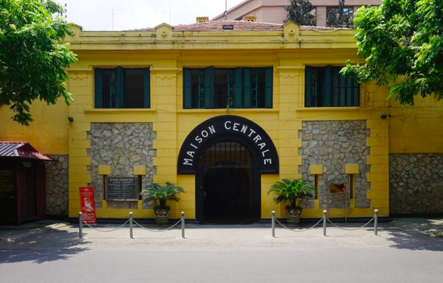 """The story of Hoa Lo Prison: """"Hell on Earth"""" in the heart of Hanoi, after more than a century is still the scariest place in Southeast Asia - Photo 17."""