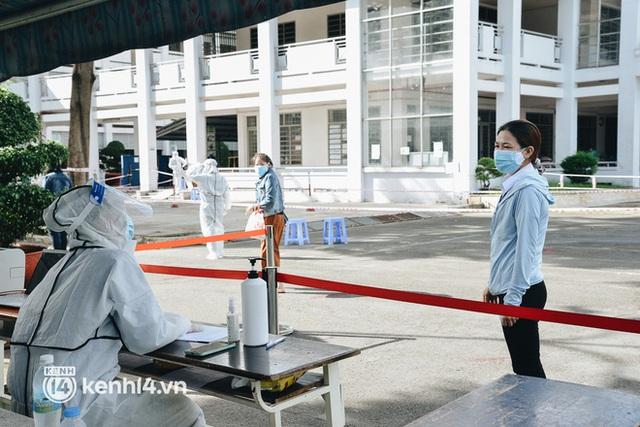 Thần tốc tiêm vaccine đại trà cho người dân ở TP.HCM - Ảnh 3.