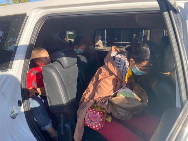 Thương cháu bé 9 ngày tuổi cùng bố mẹ vượt hơn 1.000km từ Bình Dương về quê tránh dịch trên chiếc xe máy cà tàng - Ảnh 5.