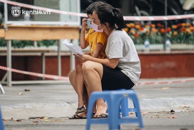 Ảnh, clip: Hà Nội thần tốc xét nghiệm Covid-19 cho 30.000 người dân tại quận Hai Bà Trưng - Ảnh 4.