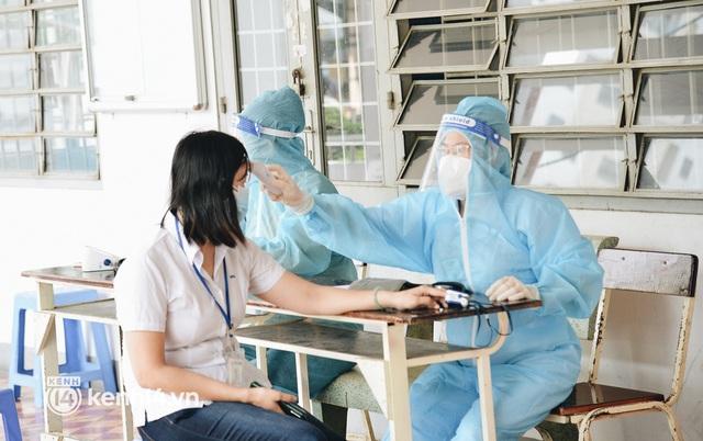 Thần tốc tiêm vaccine đại trà cho người dân ở TP.HCM - Ảnh 6.