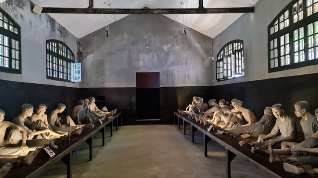 """The story of Hoa Lo Prison: """"Hell on earth"""" in the heart of Hanoi, after more than a century is still the scariest place in Southeast Asia - Photo 8."""