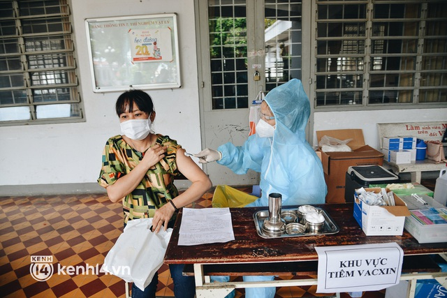 Thần tốc tiêm vaccine đại trà cho người dân ở TP.HCM - Ảnh 8.