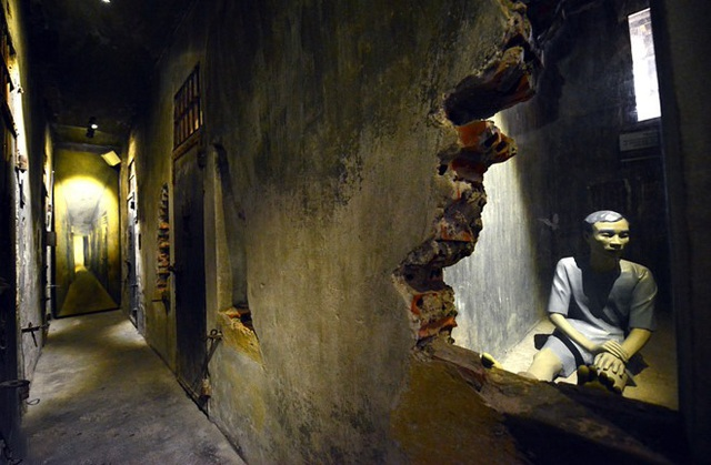 """The story of Hoa Lo Prison: """"Hell on earth"""" in the heart of Hanoi, after more than a century is still the scariest place in Southeast Asia - Photo 9."""