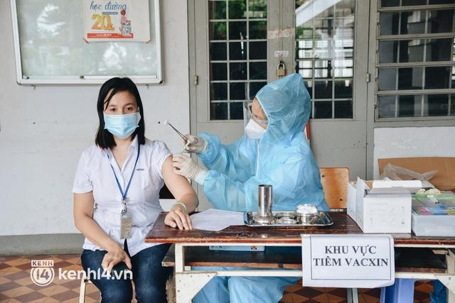 Thần tốc tiêm vaccine đại trà cho người dân ở TP.HCM - Ảnh 9.