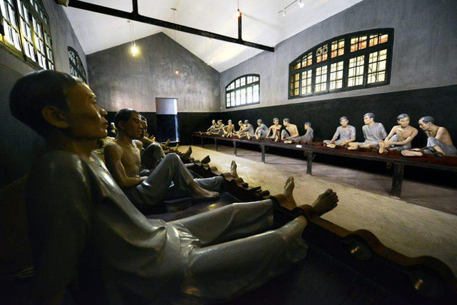 """The story of Hoa Lo Prison: """"Hell on Earth"""" in the heart of Hanoi, after more than a century is still the scariest place in Southeast Asia - Photo 10."""