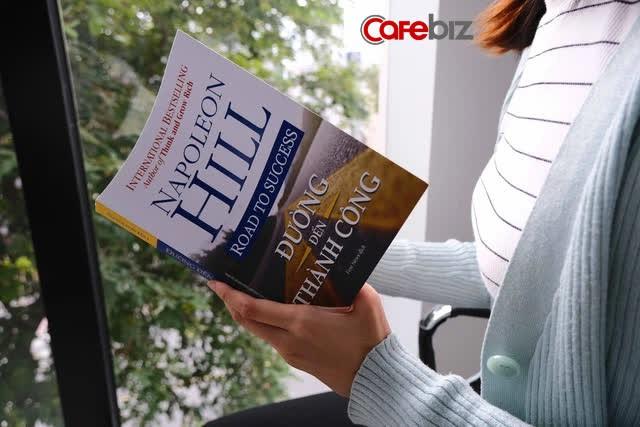 Tầm nhìn và kinh nghiệm sống của người tài ba bộc lộ qua những cuốn sách gối đầu giường: 5 đầu sách họ khuyên đọc  - Ảnh 3.