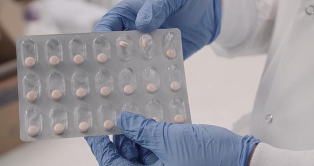 Mỹ nghiên cứu thử nghiệm vaccine chống Covid-19 dạng viên, dễ uống, ít phản ứng phụ, được cho là hiệu quả hơn Pfizer mà không cần bảo quản lạnh - Ảnh 1.