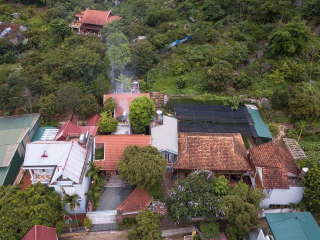 Ngôi nhà gạch thiết kế ngẫu hứng trên sườn đồi ở Sơn La xuất hiện trên báo Mỹ - Ảnh 1.