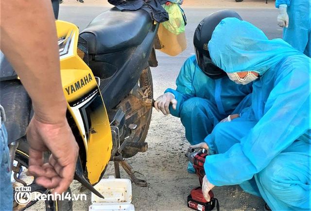 Hành trình 1400 km chạy xe máy từ miền Nam về quê của những người lao động nghèo tha hương - Ảnh 16.