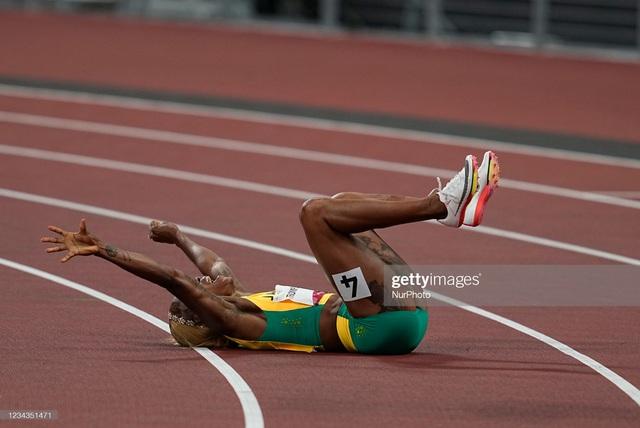 Nữ hoàng tốc độ Jamaica lấy bình luận tiêu cực làm năng lượng, phá kỷ lục 33 năm của điền kinh Olympic - Ảnh 3.