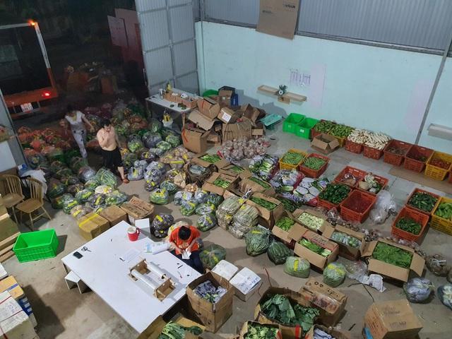Cuộc chuyển mình nước rút của một SME tại Sài Gòn: Chuyển từ bán nội thất sang thực phẩm trong 72 giờ, CEO livestream kiêm luôn giữ hotline, chốt liên tục 500 đơn/ngày - Ảnh 2.