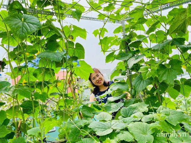 Khu vườn xanh tươi không khác gì nông trại trên sân thượng ở TP Thủ Đức, Sài Gòn - Ảnh 18.