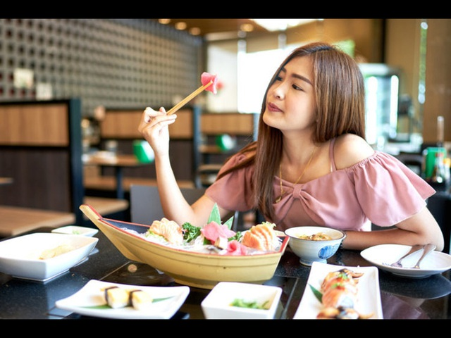 5 thói quen tai hại khiến mỡ bụng ngày càng dày lên, đặc biệt việc số 2 rất nhiều phụ nữ ăn kiêng mắc phải  - Ảnh 3.