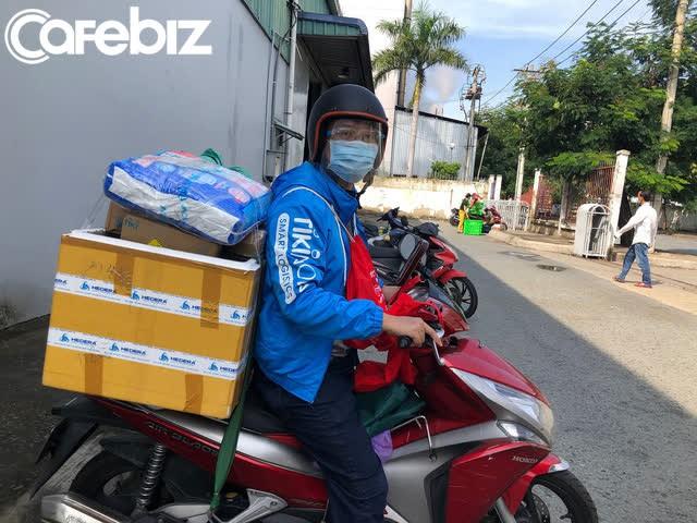 """Co-founder Viec.co tình nguyện làm shipper trong 2 ngày để điều nghiên thị trường, mục tiêu """"góp phần nhỏ bé giúp Sài Gòn hoa lệ có 'hoa' trở lại""""  - Ảnh 1."""