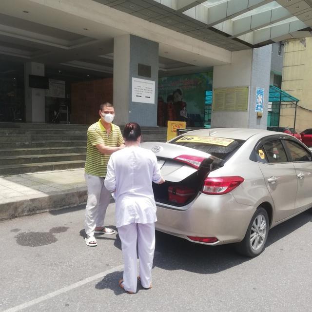 Tài xế Be tình nguyện vận chuyển mẫu phẩm y tế - Ảnh 2.