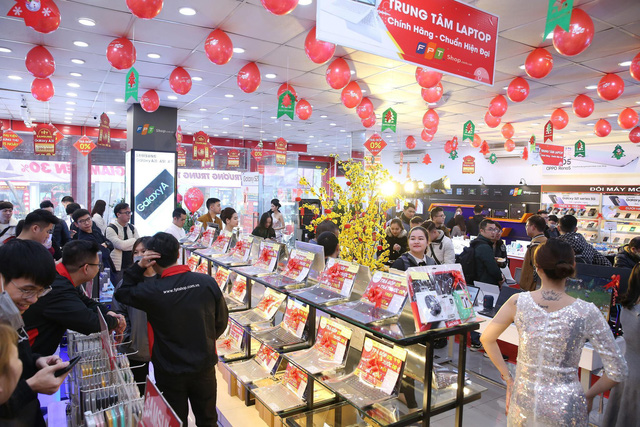 FPT Shop hưởng lợi từ xu hướng làm việc tại nhà: Doanh thu laptop tăng 31%, dẫn đầu về thị phần - Ảnh 1.