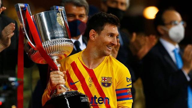 Toàn bộ sự nghiệp vĩ đại của Messi tại Barcelona qua ảnh - Ảnh 29.