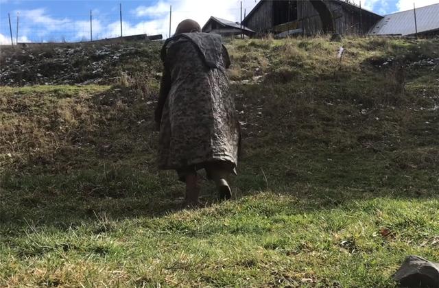 12 năm phiêu diêu tự tại của người đàn ông sống trong ngôi nhà di động là chiếc xe ba bánh cũ vỏn vẹn 2 mét vuông và nuôi 4 con cừu làm bạn đồng hành  - Ảnh 17.