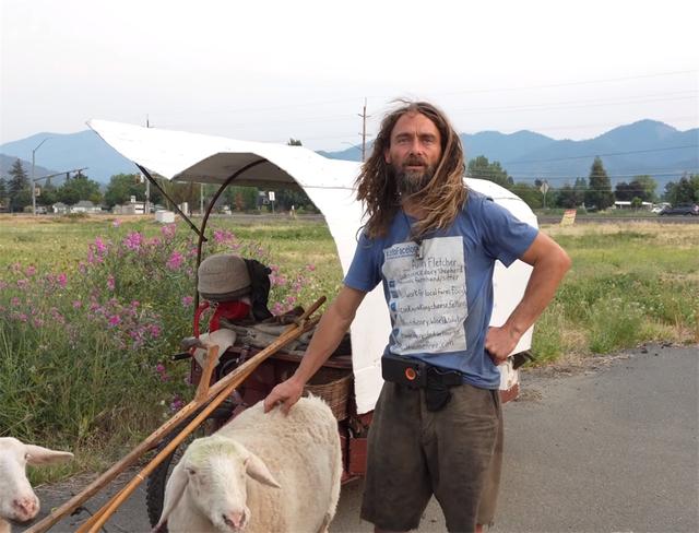 12 năm phiêu diêu tự tại của người đàn ông sống trong ngôi nhà di động là chiếc xe ba bánh cũ vỏn vẹn 2 mét vuông và nuôi 4 con cừu làm bạn đồng hành  - Ảnh 24.