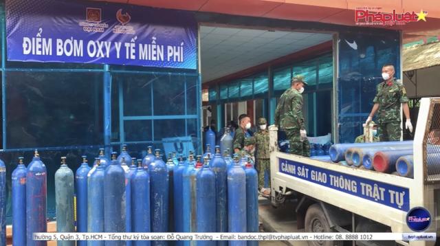 Tối muộn, vợ chồng đại gia Phương Hằng âm thầm mang trạm sản xuất Oxy miễn phí đến hỗ trợ người dân vùng đỏ - Ảnh 2.