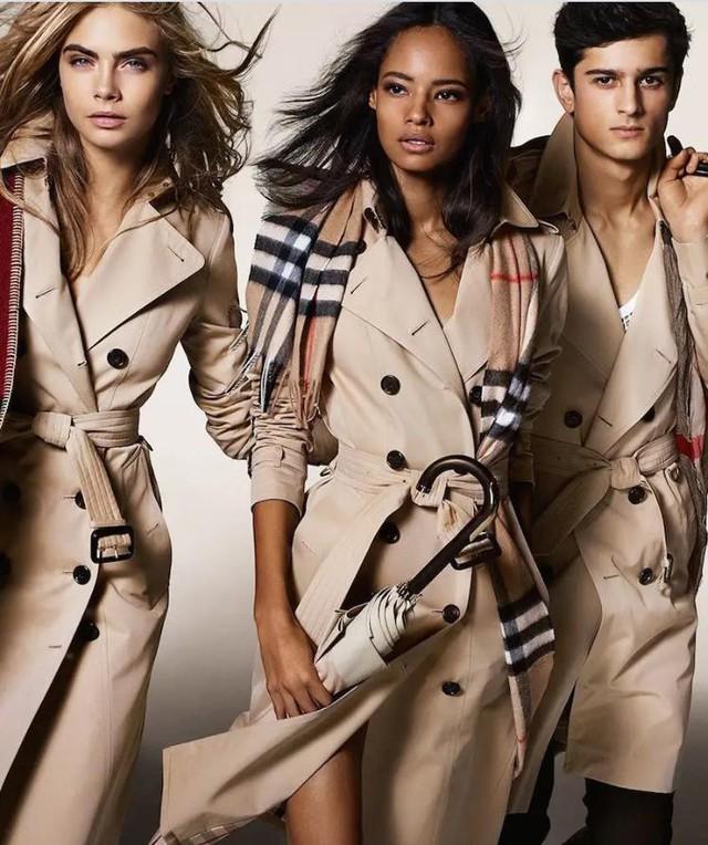 Đổi mới thương hiệu Burberry: Một sự chuyển đổi mang tính biểu tượng từ Quần áo bình dân sang Quần áo sang trọng - Ảnh 3.