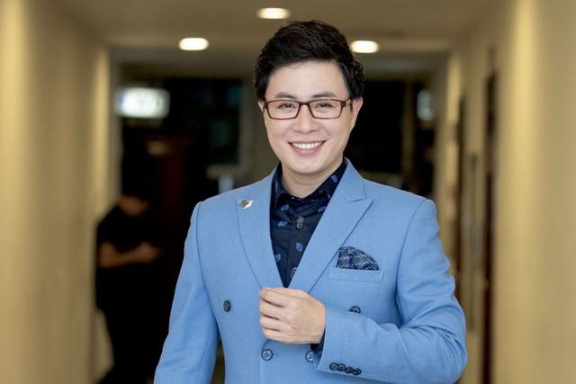 Thầy Lê Anh sử dụng mạng xã hội Facebook là quyền tự do ngôn luận và thông tin cá nhân - Ảnh 2.