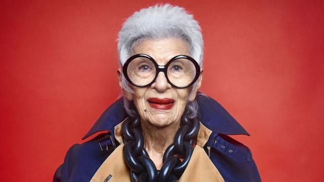 Bí kíp sống của ngôi sao thời trang 100 tuổi, từng phục vụ 9 đời Tổng thống Mỹ, dù đầy nếp nhăn cũng không muốn lừa mình dối người đi phẫu thuật thẩm mỹ - Ảnh 4.