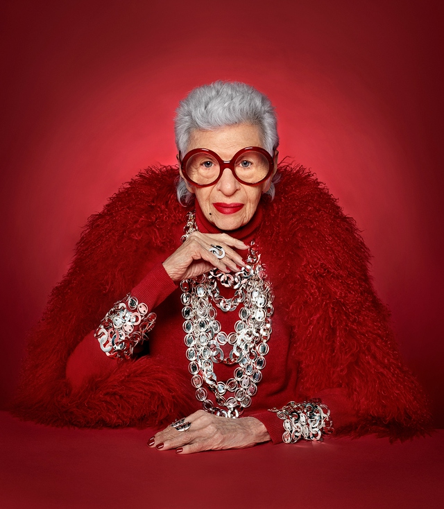 Bí kíp sống của ngôi sao thời trang 100 tuổi, từng phục vụ 9 đời Tổng thống Mỹ, dù đầy nếp nhăn cũng không muốn lừa mình dối người đi phẫu thuật thẩm mỹ - Ảnh 2.