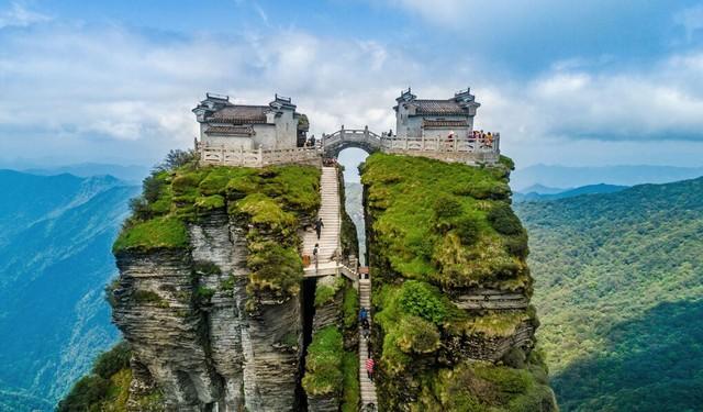 Ngôi chùa nằm trên đỉnh núi tách đôi được ví như tiên cảnh nhân gian nhưng vẫn tồn tại bí ẩn khiến hậu nhân đau đầu - Ảnh 1.