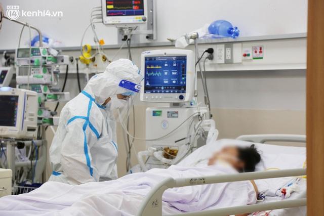 """Gặp lại """"bác sĩ 91"""" từng chữa trị cho phi công người Anh: """"Đỉnh điểm một ngày chúng tôi tiếp nhận 70 bệnh nhân nguy kịch"""" - Ảnh 17."""