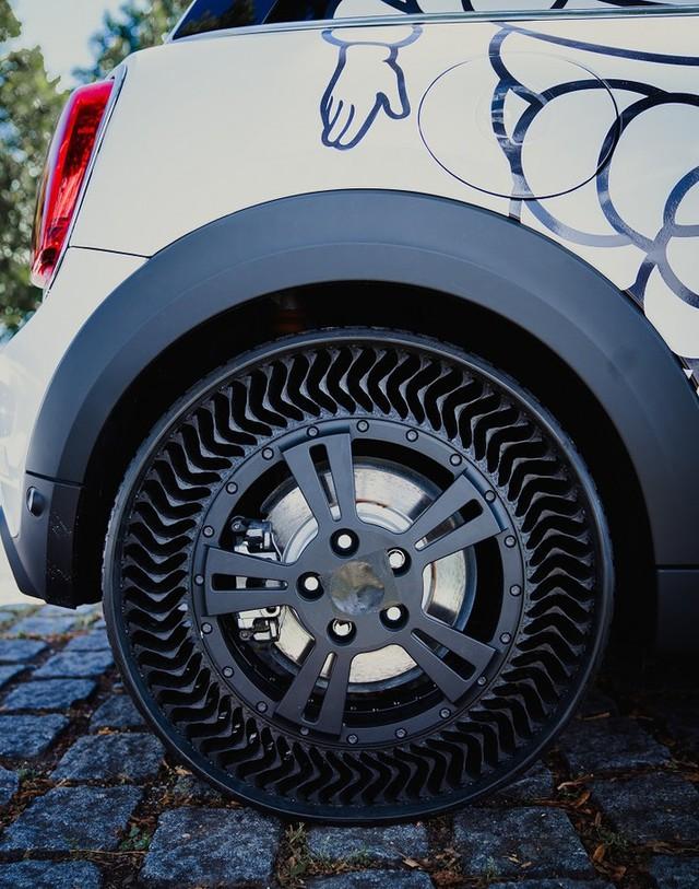 Michelin giới thiệu lốp xe không hơi, nỗi lo thủng lốp, xịt hơi vĩnh viễn không còn nữa - Ảnh 2.