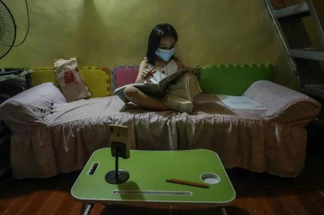 Philippines đối mặt khủng hoảng giáo dục sau 2 năm triển khai việc học online - Ảnh 2.