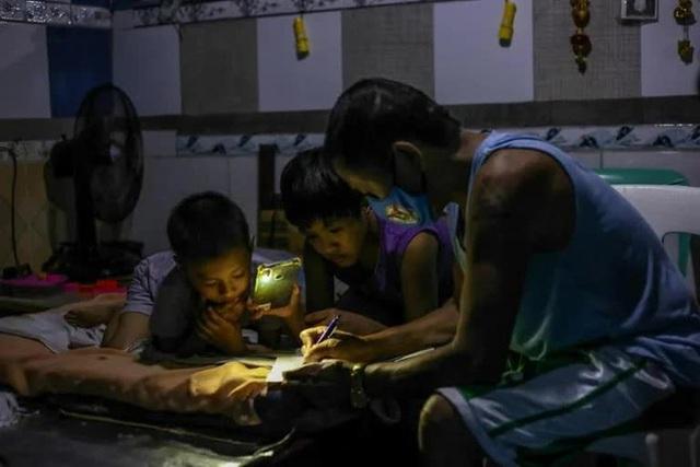 Philippines đối mặt khủng hoảng giáo dục sau 2 năm triển khai việc học online - Ảnh 4.