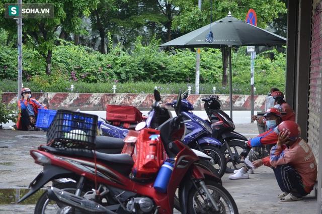 TP.HCM: Dân thong dong tập thể dục, đi chợ, quán ăn nhộn nhịp sau thông tin quận 7 thí điểm mở cửa trở lại - Ảnh 5.