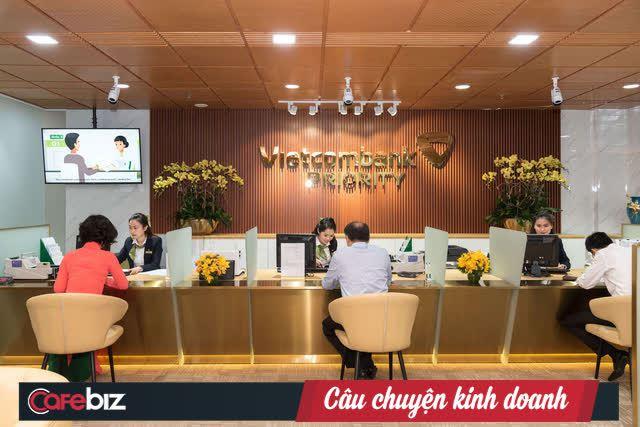 Là khách hàng VIP của Vietcombank như Thuỷ Tiên được hưởng đặc quyền gì? Có bao nhiêu tiền mới được tham gia? - Ảnh 1.