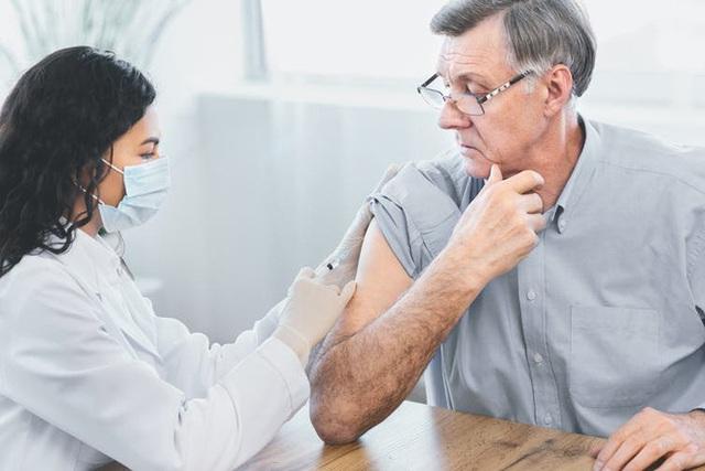 Một mũi tiêm RNA có giá hơn 60 triệu, giúp hạ mỡ máu, phòng ngừa đột quỵ vừa được cơ quan y tế Anh chấp thuận - Ảnh 2.
