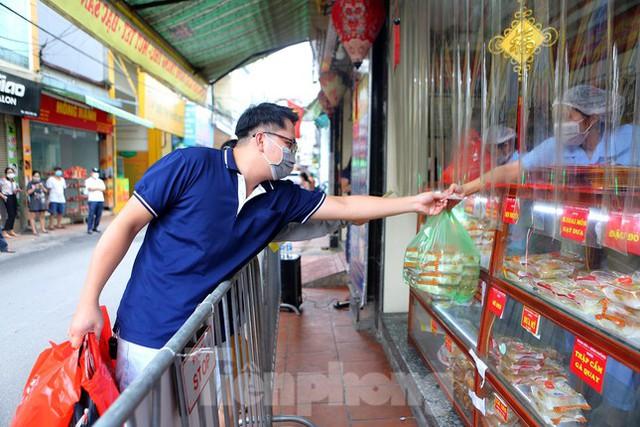 Hà Nội: Dịch vụ sửa xe và điện lạnh đắt khách ngay khi hoạt động trở lại ở vùng xanh - Ảnh 6.
