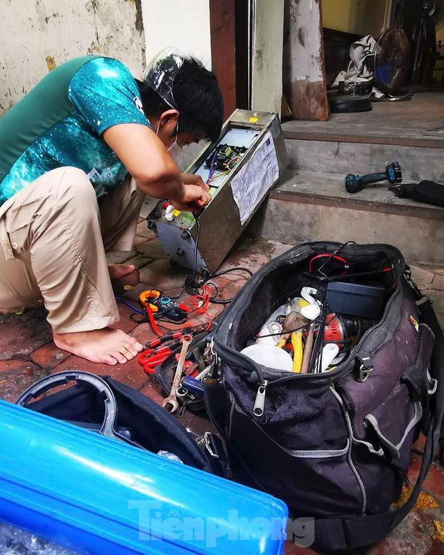 Hà Nội: Dịch vụ sửa xe và điện lạnh đắt khách ngay khi hoạt động trở lại ở vùng xanh - Ảnh 9.