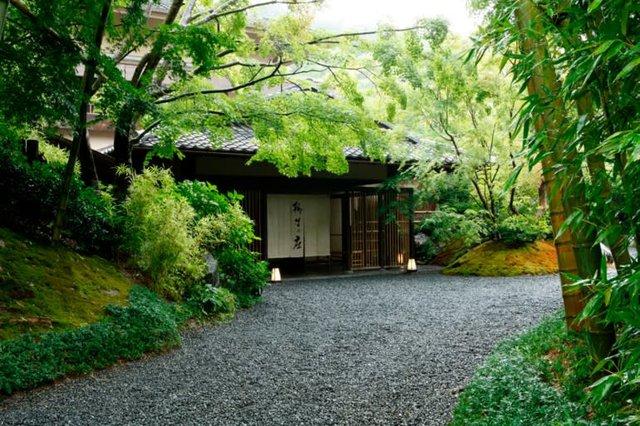 Lữ quán ryokan hơn 1300 năm tuổi : Hình thức kinh doanh gìn giữ văn hóa truyền thống và đức tính tỉ mỉ của Nhật Bản, chứa đựng sự đoan trang nữ tính okami-san - Ảnh 2.