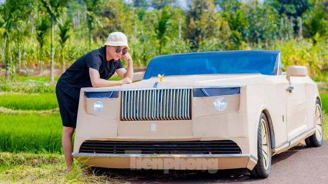 Thợ Việt chế kiểu dáng Rolls-Royce mui trần bằng bìa cứng - Ảnh 1.