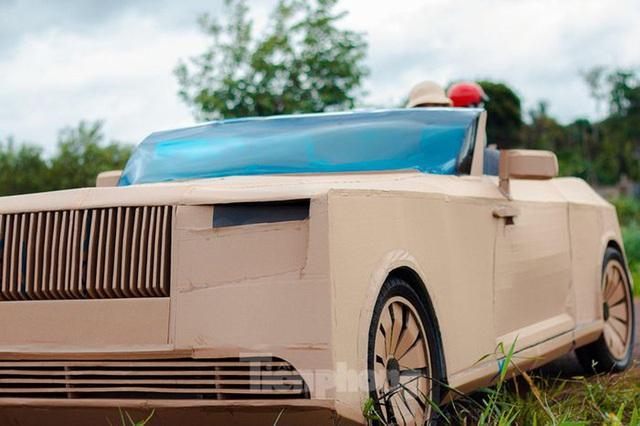 Thợ Việt chế kiểu dáng Rolls-Royce mui trần bằng bìa cứng - Ảnh 2.