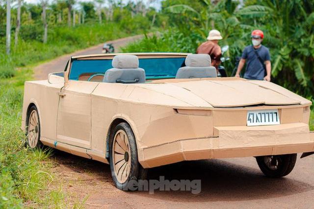Thợ Việt chế kiểu dáng Rolls-Royce mui trần bằng bìa cứng - Ảnh 3.