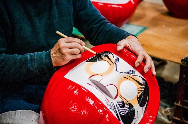 Tìm hiểu về búp bê Daruma của Nhật Bản - một loại bùa may mắn với truyền thống phong phú - Ảnh 4.
