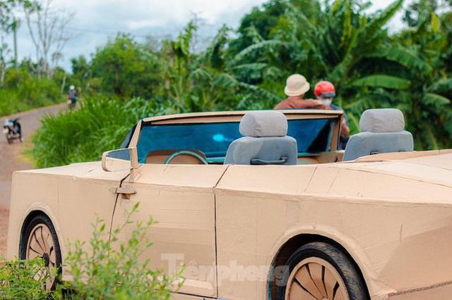 Thợ Việt chế kiểu dáng Rolls-Royce mui trần bằng bìa cứng - Ảnh 8.