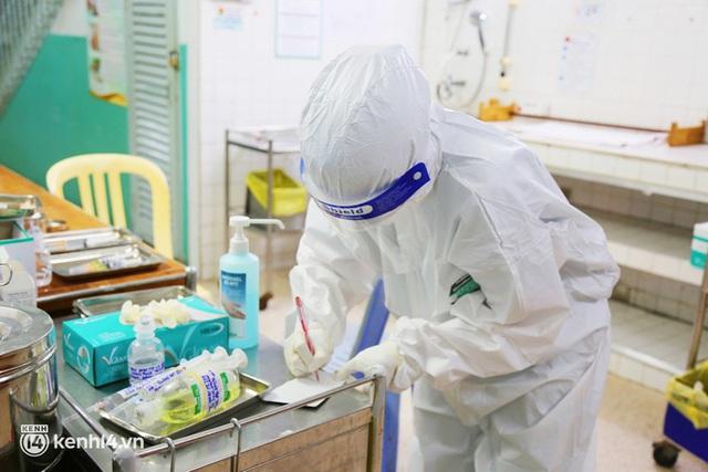 Cân não giành sự sống cho hàng trăm em bé F0 nguy kịch ở bệnh viện tuyến cuối điều trị Covid-19 - Ảnh 11.