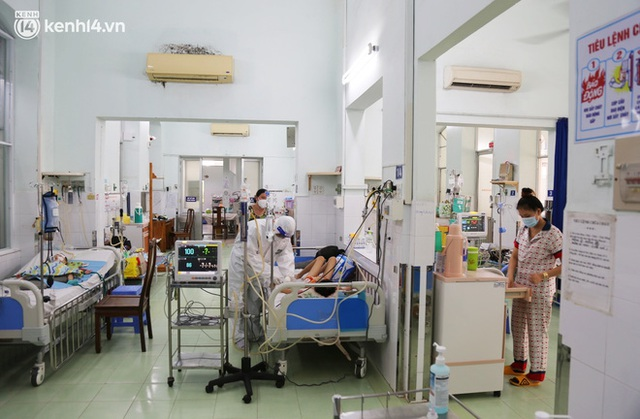 Cân não giành sự sống cho hàng trăm em bé F0 nguy kịch ở bệnh viện tuyến cuối điều trị Covid-19 - Ảnh 12.